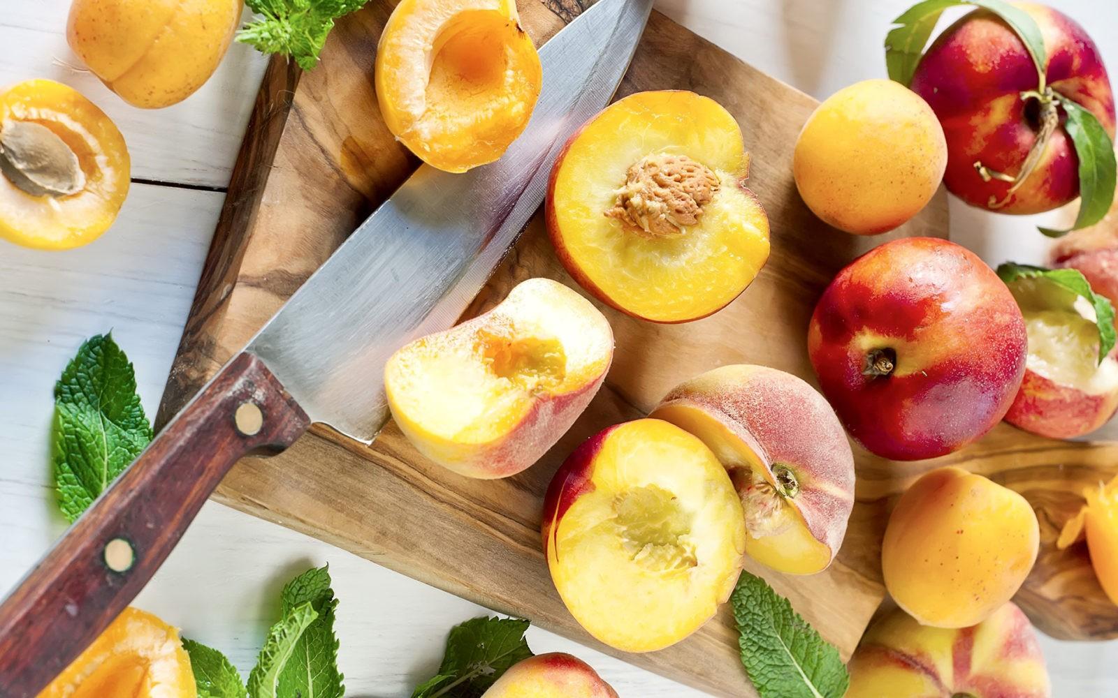Особенности ввода персиков в рацион