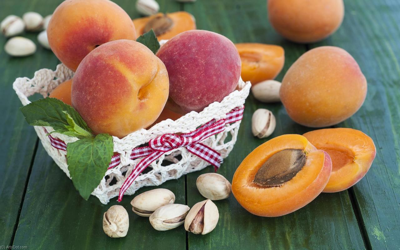 Особенности выбора персиков