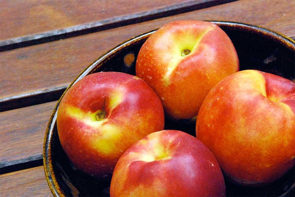 Возможный вред от употребления персиков