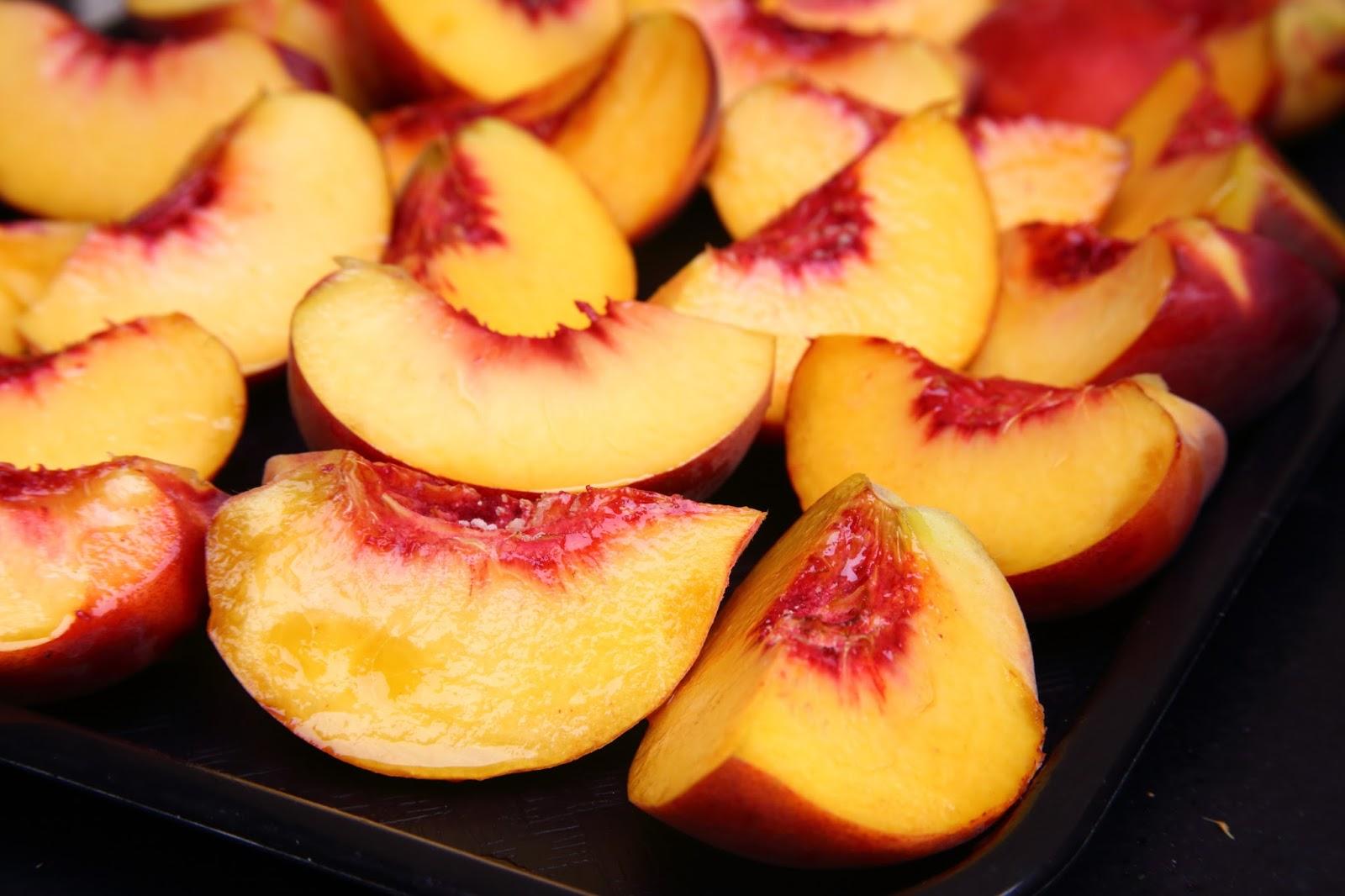 Персики при грудном вскармливании в первый месяц
