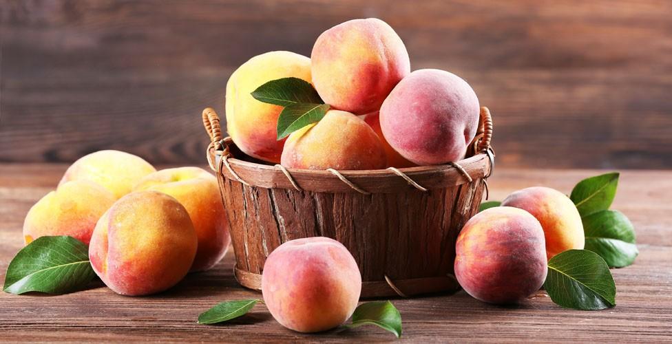 Персики при ГВ: польза и вред