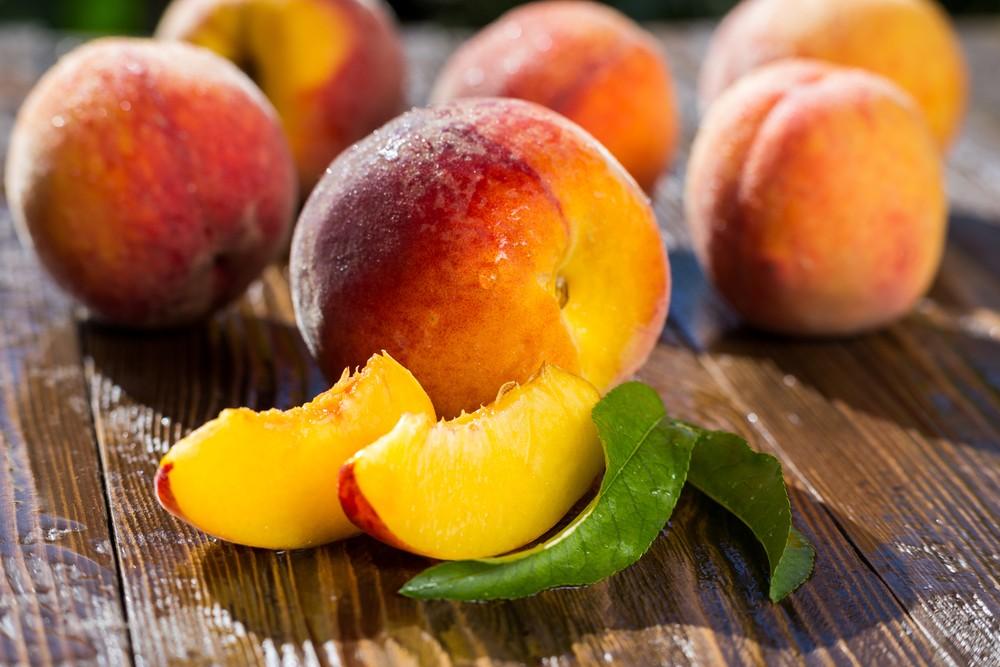 Польза персиков для кормящей мамы