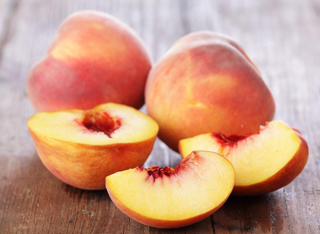 Персики во второй месяц
